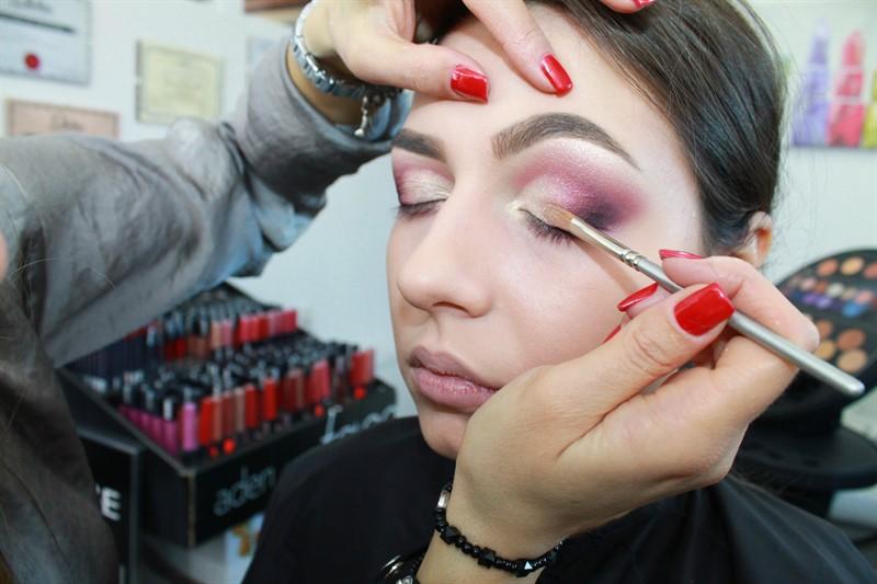 Trucuri Pentru Machiajul De Revelion Self Make Up